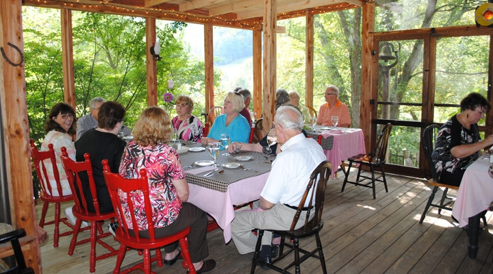 EKURA members enjoy lunch at Snug Hollow Bed & Breakfast